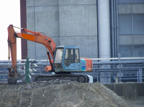 とび・土工・コンクリート工事業の建設業許可を取得すると、税込500万円以上の掘削工事を受注できます。