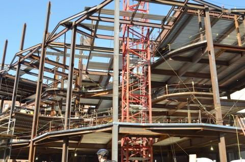 建築一式工事業の建設業許可を取ると、税込500万円以上の建築工事を受注できます。
